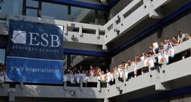 Welcome at ESB Business School! Willkommen an der ESB Business School! Für die Studienanfänger des BSc International Business und des BSc International Management Double Degree beginnt heute das Semester.